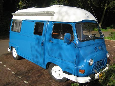 Blauw camper wit dak